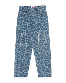 Pattern destroyed jeans