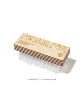 X MARQUEEPLAYER sneaker brush