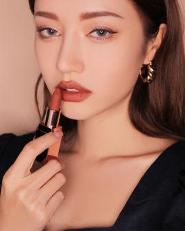 Matte lip colour #227 Benchmark