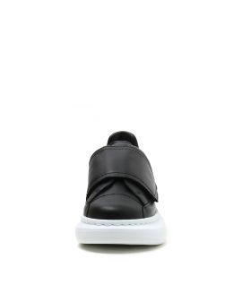 Oversized velcro sneakers