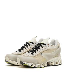 Type O-9 sneakers