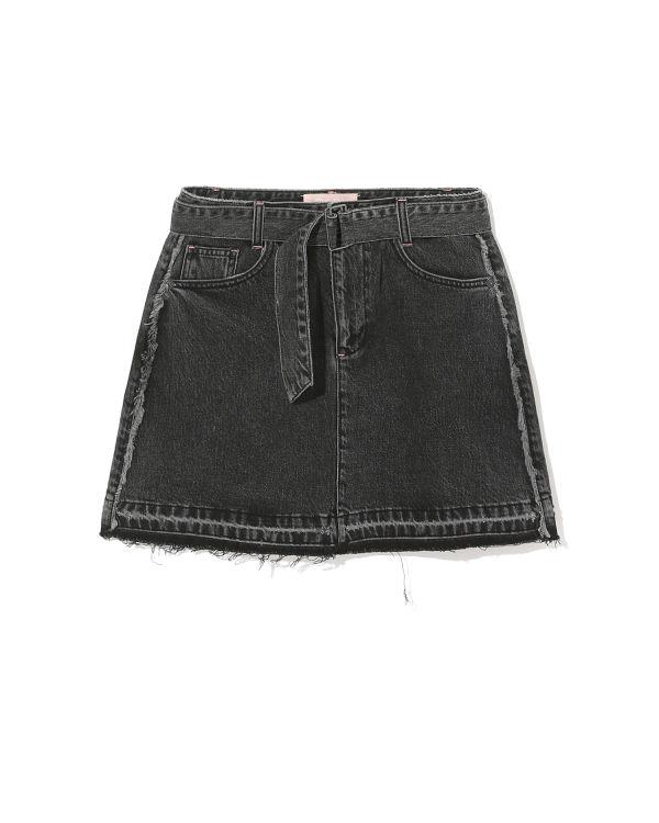 Frayed trim belted skirt