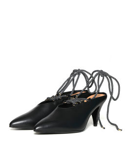 Lace-up pointed sabot