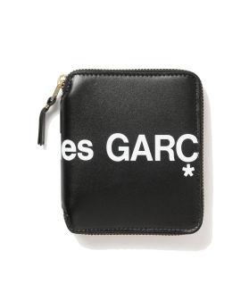 Huge logo zip wallet