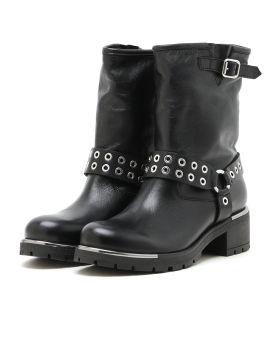 Eyelet strap boots