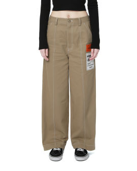 Contrasting label patch pants