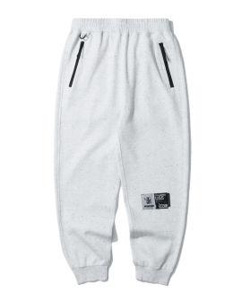Label patch sweatpants