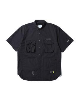 Button-up short-sleeve shirt
