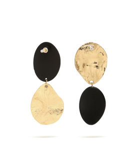 Mismatched oval drop earrings