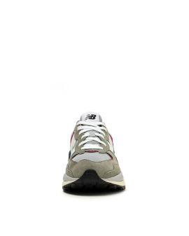 5740 Decade Clash sneakers