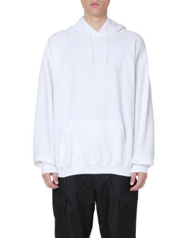 Label patch hoodie