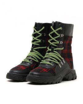 Contrast logger boots