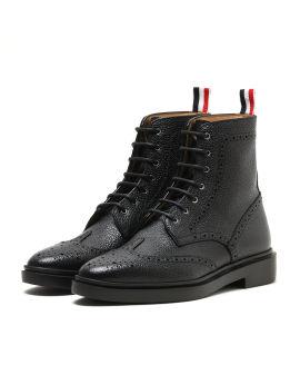 Wingtip brogue boots