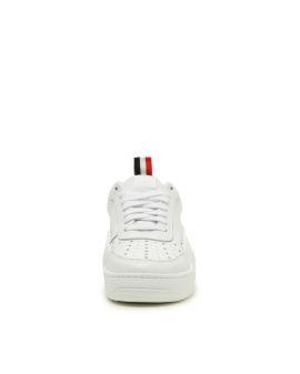 Basketball low-top sneakers