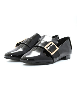 Patent leather-effect buckled flats